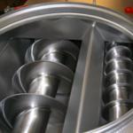 Coarse-fine dosing screws for dextrose bagging line
