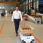 Logistics assistant succeeded by transport robot